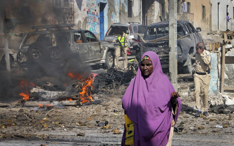 Auto  bomb kills four outside Mogadishu police station