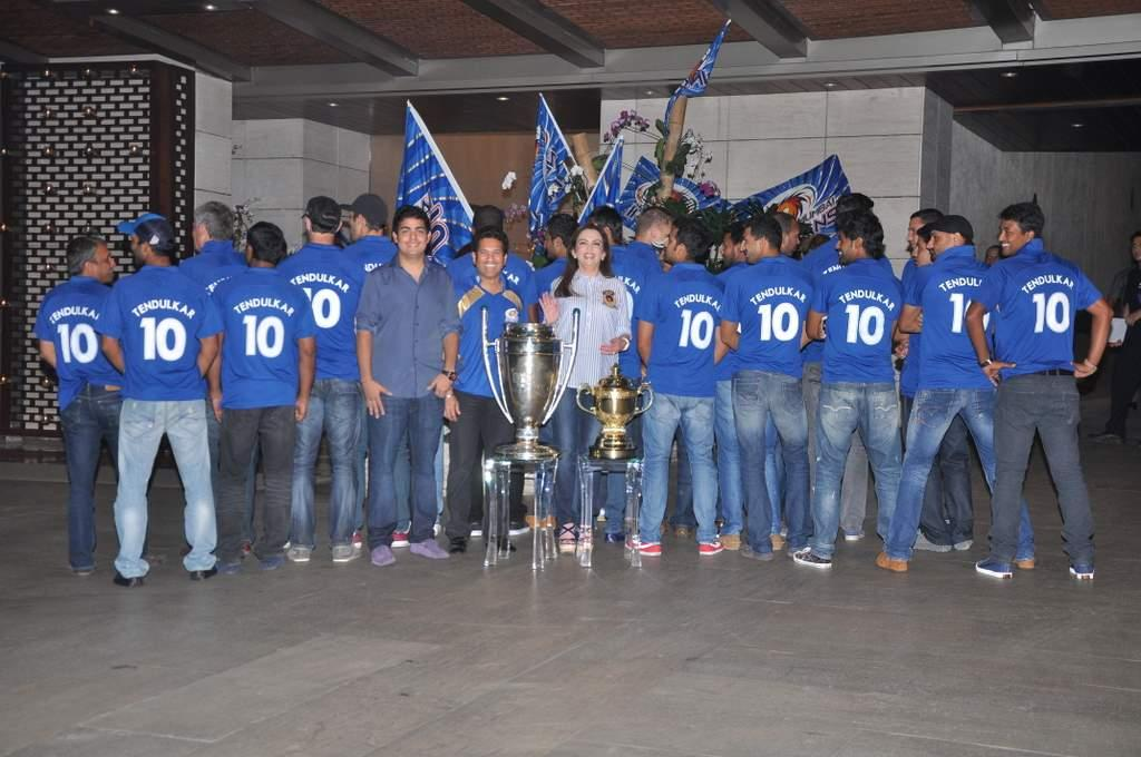 The entire Mumbai Indians squad wore the No.10 jersey, as a tribute to Sachin Tendulkar, who played his last game for the franchise