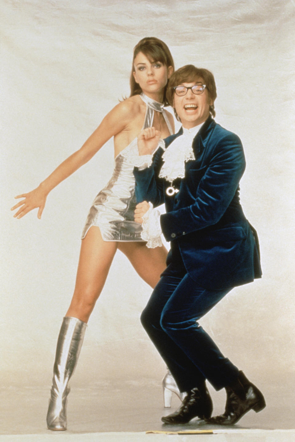 British actress and model Elizabeth Hurley and canadian actor, screenwriter and producer Mike Myers on the set of <Austin Powers: International Man of Mystery>, directed by American Jay Roach.  (Photo by Sunset Boulevard/Corbis via Getty Images)