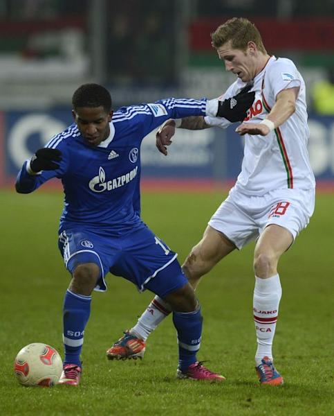 Schalke's striker Jefferson Farfan (L) and Augsburg's midfielder Andre Hahn fight for the ball during their German first division Bundesliga football match in Augsburg, southern Germany, on January 26, 2013. The match ended 0-0