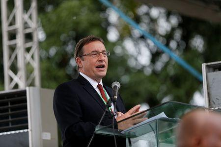 UNEP Executive Director Achim Steiner speaks in Bodo, Nigeria, during the start of an exercise to clean up pollution in Ogoni land