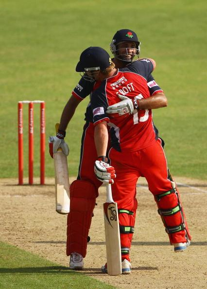 NOTTINGHAM, ENGLAND - JUNE 28:  Steven Croft and VVS Laxman of Lancashire celebrate thier teams win over Nottingham during the Twenty20 Cup match between Nottinghamshire and Lancashire at Trent Bridge on June 28, 2009 in Nottingham, England.  (Photo by Matthew Lewis/Getty Images)