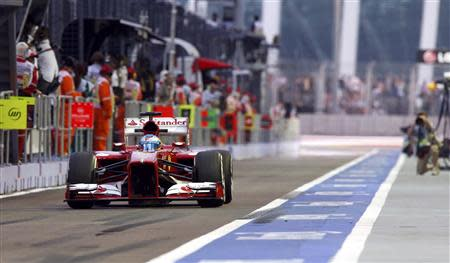 Ferrari Formula One driver Fernando Alonso of Spain drives during the first practice session of the Singapore F1 Grand Prix at the Marina Bay street circuit in Singapore September 20, 2013. REUTERS/Pablo Sanchez