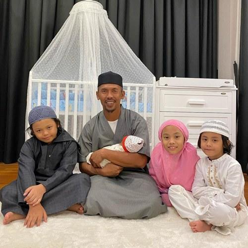 Shuib is now a single dad to four children