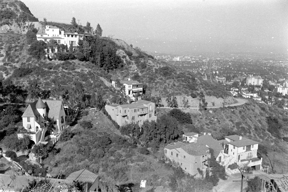 <p>Mansions decorate the Hollywood Hills as far as the eye can see. <br></p>