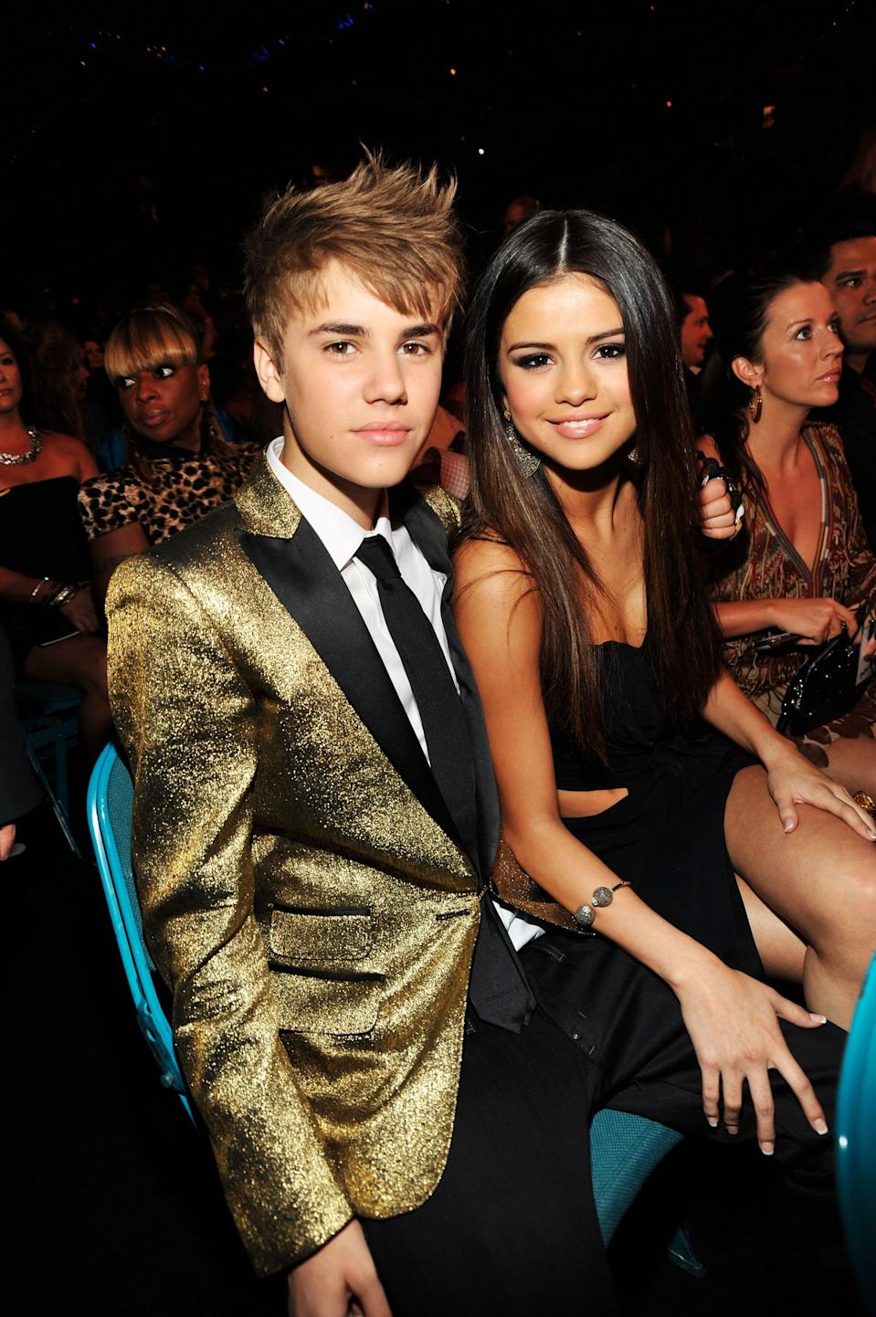 <p>Selena and Justin Bieber cuddled up in their seats at the Billboard Music Awards in Las Vegas.</p>