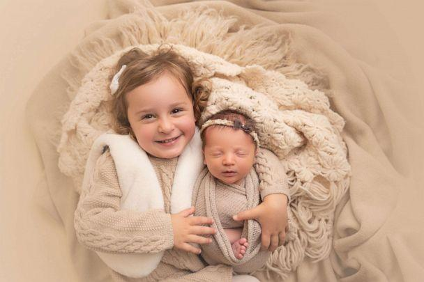 PHOTO: Molly Gibson and her sister Emma pose for a photo. Both were born from frozen embryos. (Haleigh Crabtree Photography)