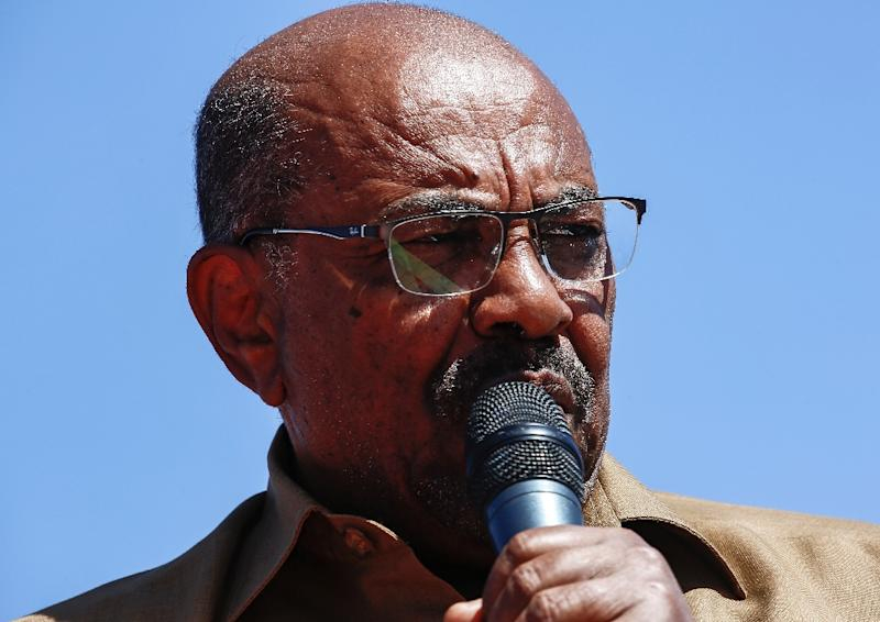 Sudanese President Omar al-Bashir addresses his supporters during a rally in the capital Khartoum on January 9, 2019 (AFP Photo/ASHRAF SHAZLY)