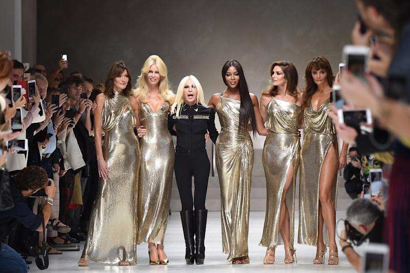 MILAN, ITALY - SEPTEMBER 22: Carla Bruni, Claudia Schiffer, Naomi Campbell, Cindy Crawford, Helena Christensen and Donatella Versace walk the runway at the Versace show during Milan Fashion Week Spring/Summer 2018 on September 22, 2017 in Milan, Italy. (Photo by Jacopo Raule/Getty Images)