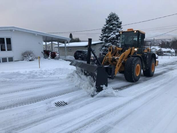 Environment and Climate Change Canada says rapidly accumulating snow will make travel difficult in the northwest of the province. (Bernard LeBel/Radio-Canada - image credit)