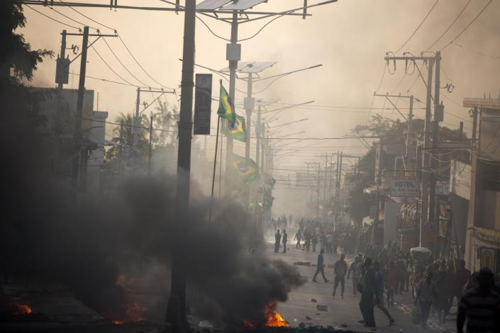 <p>People protest over the cost of fuel in Port-au-Prince, Haiti, Friday, July 6, 2018. (Photo: Dieu Nalio Chery/AP) </p>