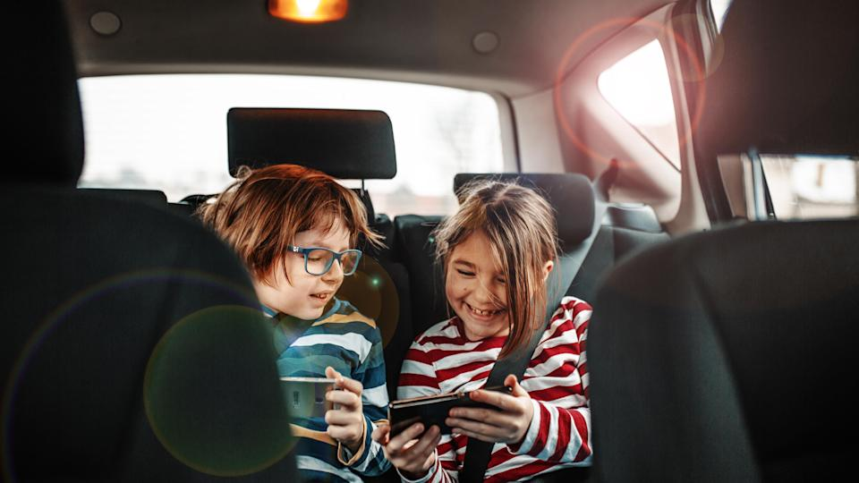 Irresponsible or necessary to leave kids in the car? [Photo: Getty]