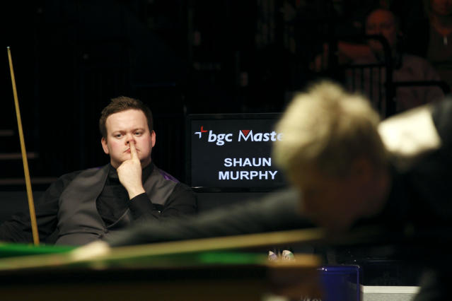 Australia's Neil Robertson (R) lines up a shot during a frame against Shaun Murphy (L) of England during the final of the BGC masters snooker tournament at Alexandra Palace in London, on January 22, 2012. AFP PHOTO / JUSTIN TALLIS (Photo credit should read JUSTIN TALLIS/AFP/Getty Images)