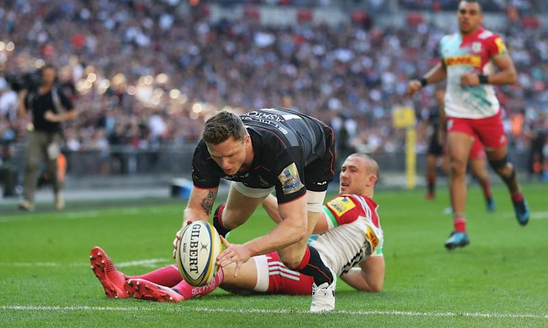 Chris Ashton beats Mike Brown to score Saracens' first try in their 40-19 victory against Harlequins at Wembley.