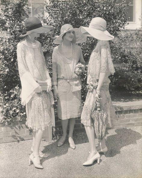 <p>Between the sophisticated sun hats and the lace detailing on the skirts, 1927 is the year of garden-party chic. </p>