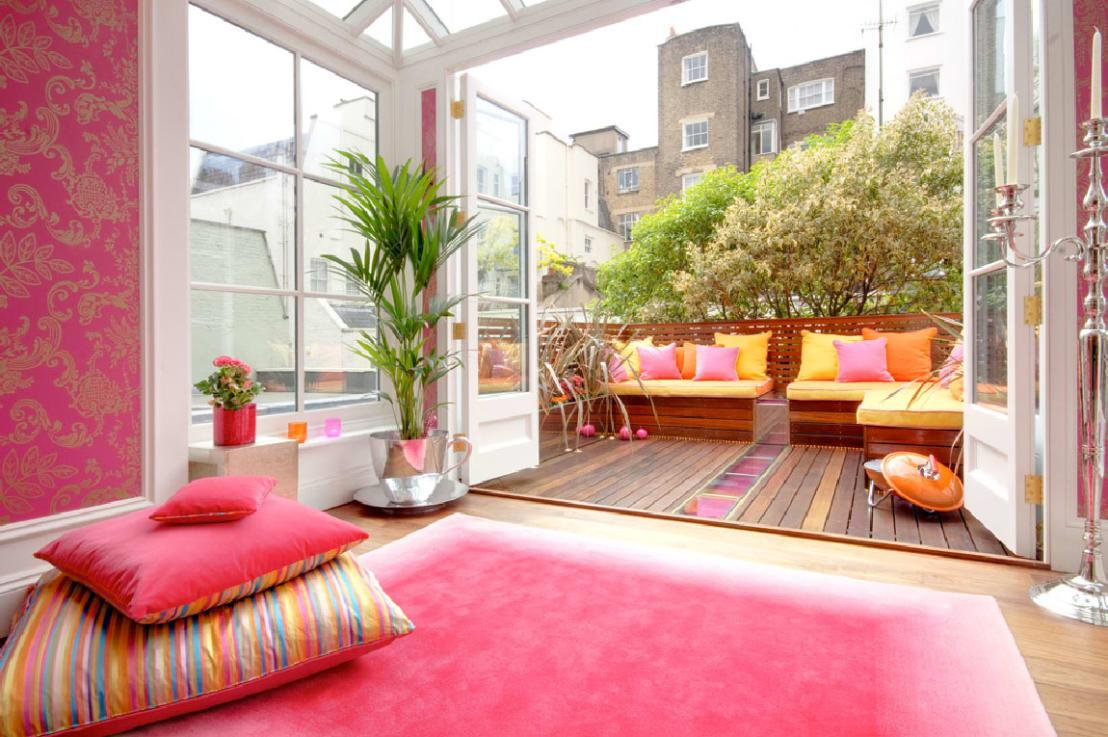 <p>Before you break the bank on a new patio floor or decking area, consider other garden ideas on a budget, like a beautiful rug. And thank goodness that outdoor rugs are a reality, as they ensure a quick and easy way to add some luxury to an outdoor space, whether it's a terrace, a pergola, or simply a touch of colour and pattern (and elegant underfoot sensation) on your lawn.</p><p>Maybe you can lay it beneath that cute table you acquired in number six?</p>  Credits: homify / Rebecca James Studio