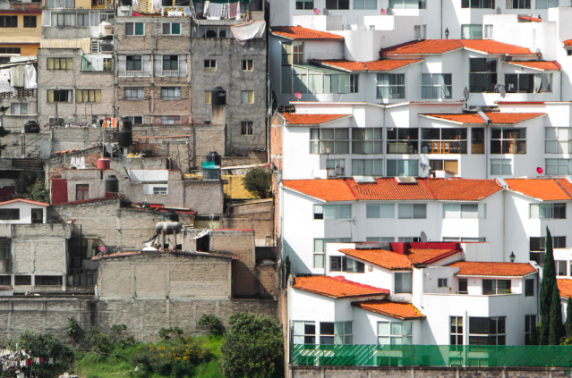 <p>Neighbours in this area of Santa Fe in Mexico City live very different lives (MediaDrumWorld/Johnny Miller) </p>