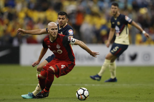 Michael Bradley of Canada's Toronto FC, front, dribbles past Emanuel Aguilera of Mexico's America, during the second leg of a CONCACAF Champions League soccer semifinal in Mexico City, Tuesday, April 10, 2018. (AP Photo/Eduardo Verdugo)