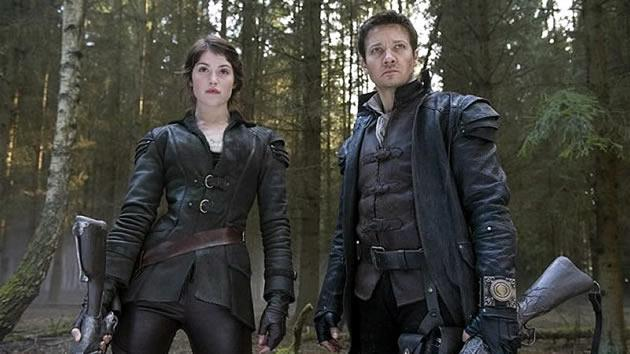 """Jeremy Renner and Gemma Arterton star in """"Hansel and Gretel: Witch Hunters"""", out in cinemas here on 24 January. (Yahoo! movie still)"""