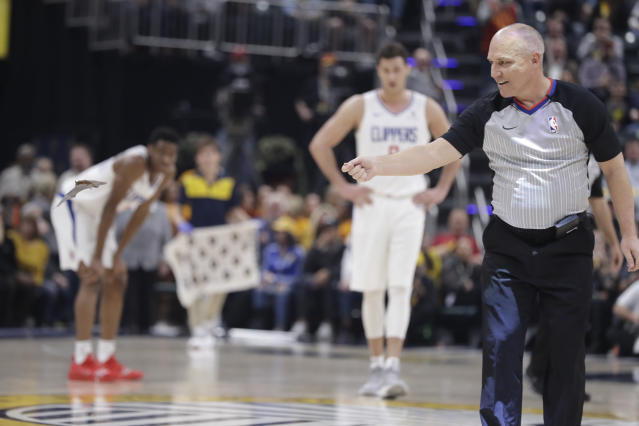 "Referee Ron Garretson reacts as a bat flies on the court during the first half between the <a class=""link rapid-noclick-resp"" href=""/nba/teams/indiana/"" data-ylk=""slk:Pacers"">Pacers</a> and the <a class=""link rapid-noclick-resp"" href=""/nba/teams/la-clippers/"" data-ylk=""slk:Clippers"">Clippers</a>. (AP/Darron Cummings)"