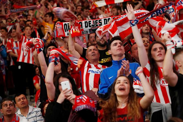 Soccer Football - Europa League Final - Atletico Madrid fans watch the final - Olympique de Marseille vs Atletico Madrid - Wanda Metropolitano, Madrid, Spain - May 16, 2018 Atletico Madrid fans REUTERS/Juan Medina