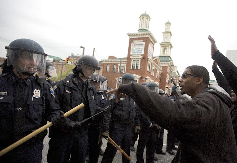 Protesters confront police during a demonstration in Baltimore, Maryland, on April 25, 2015, against the death of Freddie Gray while in police custody (AFP Photo/Andrew Caballero-Reynolds)