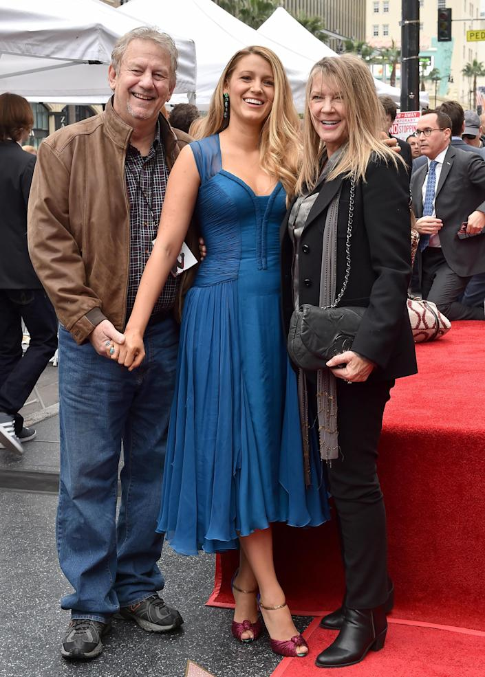 Blake Lively with her father Ernie and mother Elaine in 2016. / Credit: Axelle/Bauer-Griffin/FilmMagic/Getty