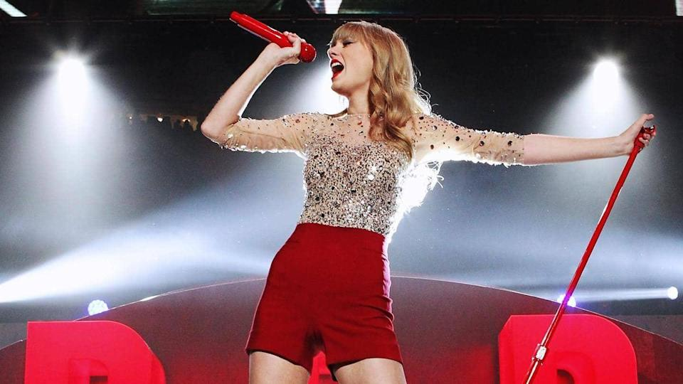 Taylor Swift to re-record album