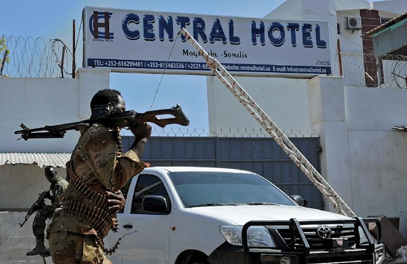 Somali security forces guard the entrance to the Central Hotel, close to the presidential palace in Mogadishu, on February 20, 2015 (AFP Photo/Mohamed Abdiwahab)