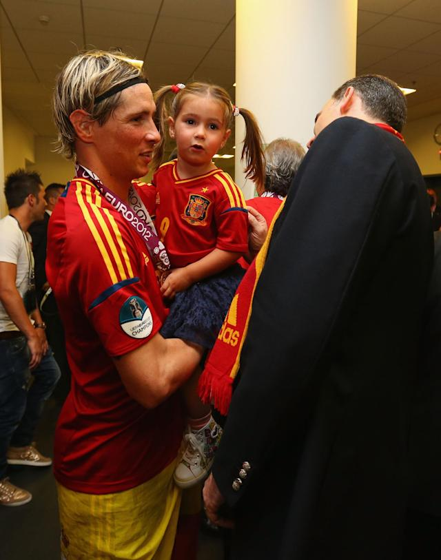 KIEV, UKRAINE - JULY 01: Fernando Torres of Spain speaks to Prince Felipe of Spain in the dressing room following the UEFA EURO 2012 final match between Spain and Italy at the Olympic Stadium on July 1, 2012 in Kiev, Ukraine. (Photo by Handout/UEFA via Getty Images)