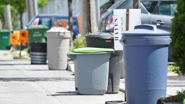 Longueuil residents will soon need to get used to putting out their garbage every 14 days, instead of once a week.  (Martin Thibault/Radio-Canada - image credit)