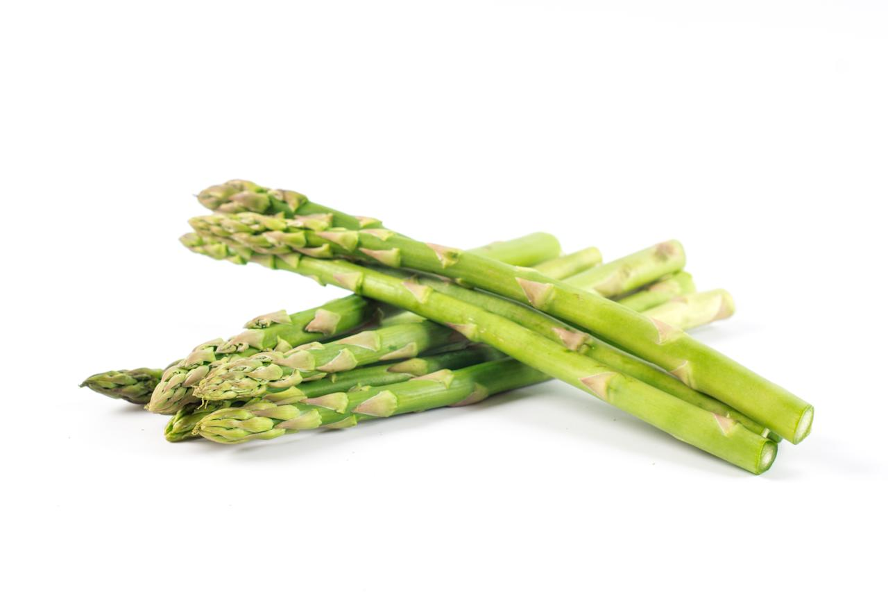 <strong>Asparagus:</strong> A natural source of folate, beta-carotene and fiber, asparagus help in preventing an amino acid named homocysteine from building up in the body, saving us from an increased risk of heart conditions, like coronary artery disease and stroke.