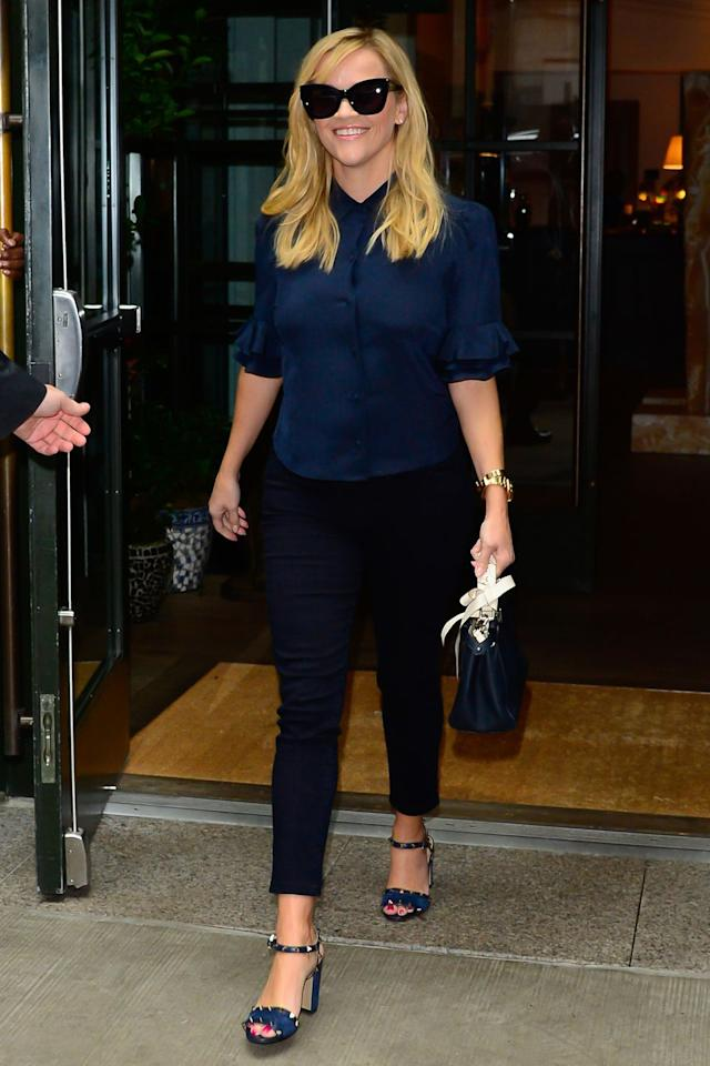<p><strong>17 September </strong>Reese Witherspoon stepped out in New York wearing an all-navy outfit. </p>