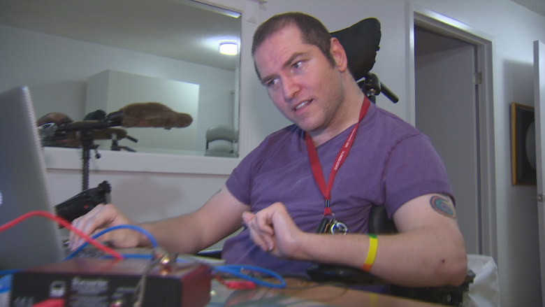 Man with cerebral palsy accuses Passport Canada of not accommodating him