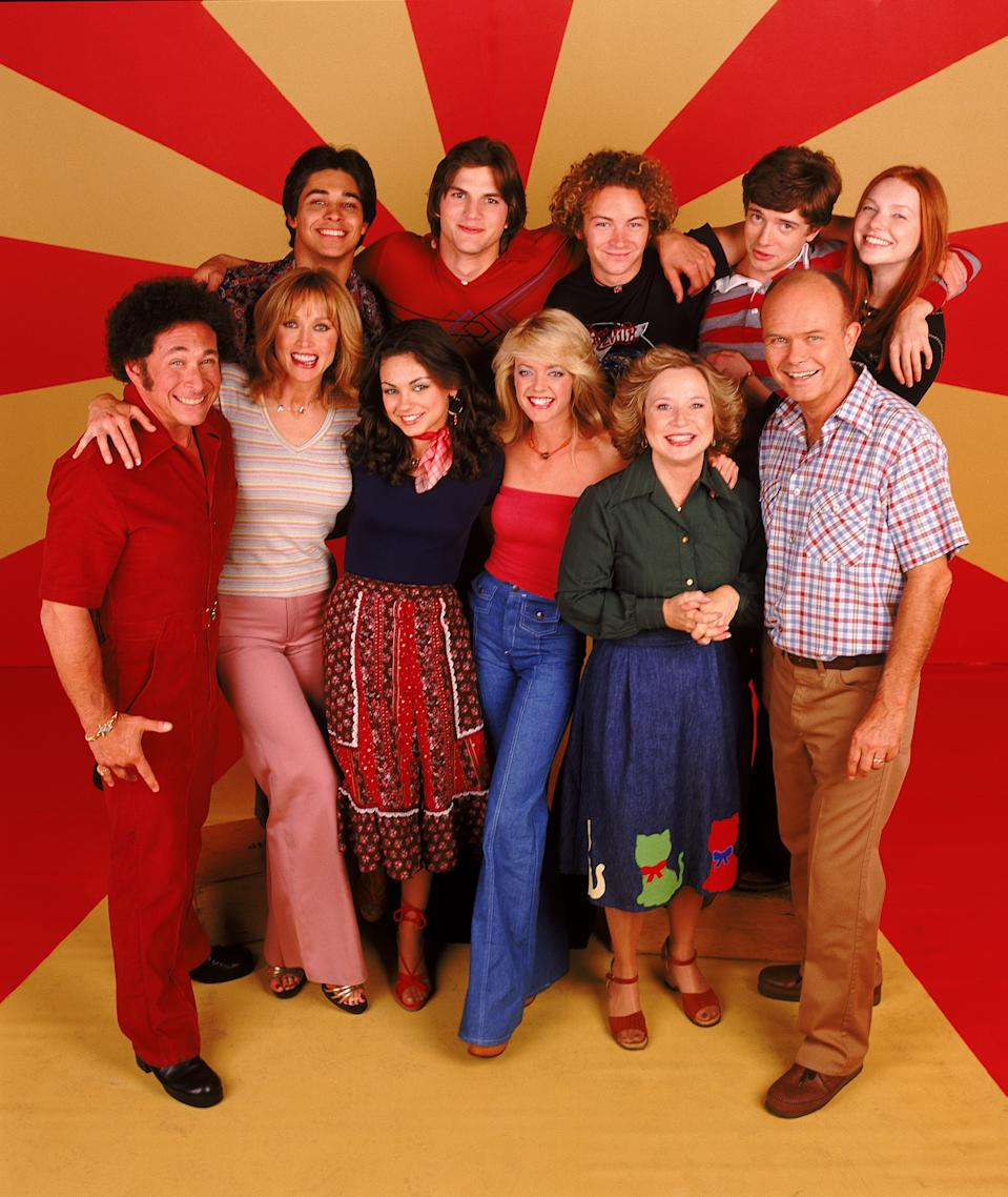THAT '70S SHOW - Top row L-R: Wilmer Valderrama, Ashton Kutcher, Danny Masterson, Topher Grace, Laura Prepon. Center L-R: Don Stark, Tanya Roberts, Mila Kunis, Lisa Robin Kelly, Debra Jo Rupp, Kurtwood Smith.  (Photo by FOX Image Collection via Getty Images)