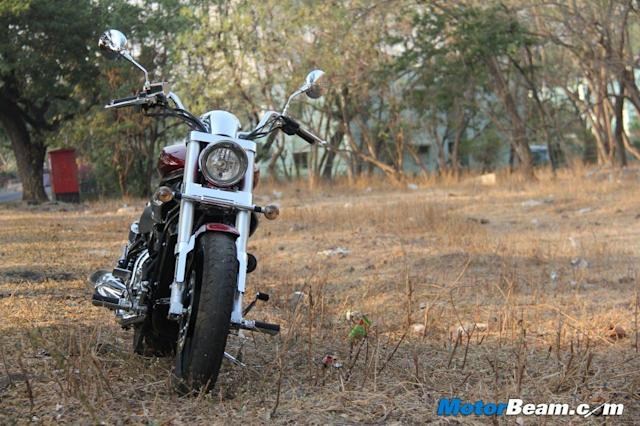 Even the seating position of the Hyosung GV650 is good with an upright stance and raised handlebars, which give the rider a very commanding riding position.