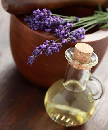 8 Essential Oils to Boost Your Sex Drive