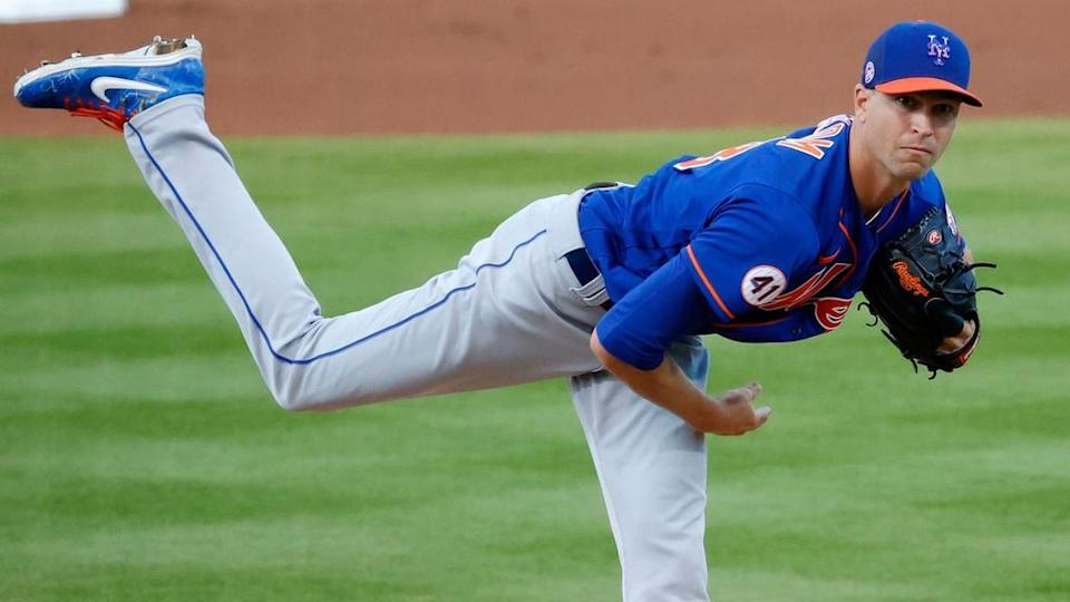 Jacob deGrom pitching, one leg in air vs. Astros in 2021 spring training