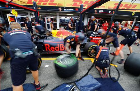 FILE PHOTO: Formula One F1 - German Grand Prix - Hockenheimring, Hockenheim, Germany - July 21, 2018 Red Bull team practice a pit stop during practice REUTERS/Wolfgang Rattay