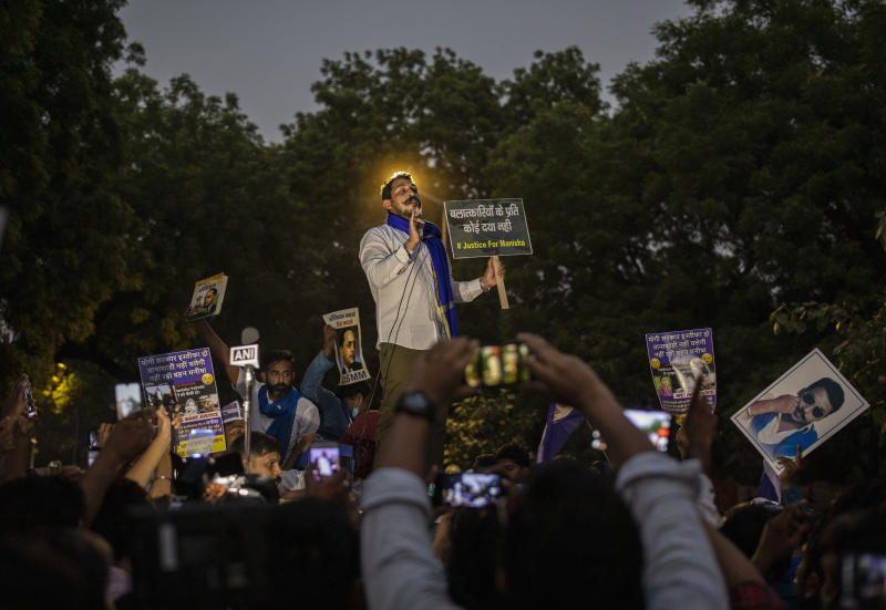Hundreds in India protest gov't handling of fatal rape