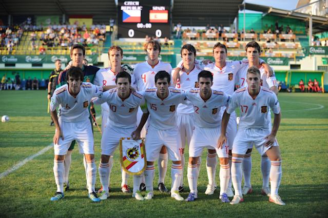 Spain's players pose before their UEFA European Under-19 Championship 2010/2011 final football match against Czech Republic in Chiajna village, next to Bucharest, on August 1, 2011. AFP PHOTO/DANIEL MIHAILESCU (Photo credit should read DANIEL MIHAILESCU/AFP/Getty Images)