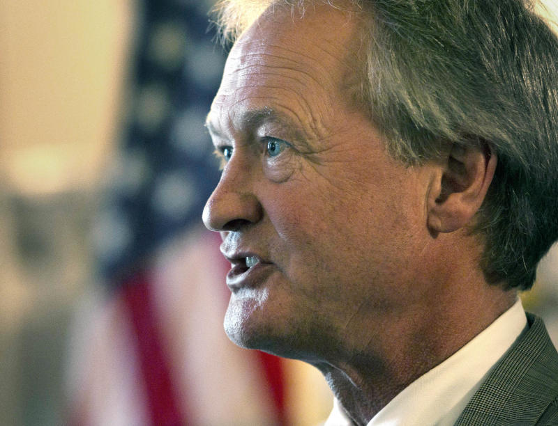 FILE - In this May 29, 2012 file photo, Rhode Island Gov. Lincoln Chafee speaks at the Statehouse in Providence, R.I.  Chafee, an independent, is joining the Democratic Party ahead of his bid for a second term, two Democratic officials said Thursday, May 29, 2013.  He served in the U.S. Senate as a Republican but left the GOP in 2007.  (AP Photo/Steven Senne, File)