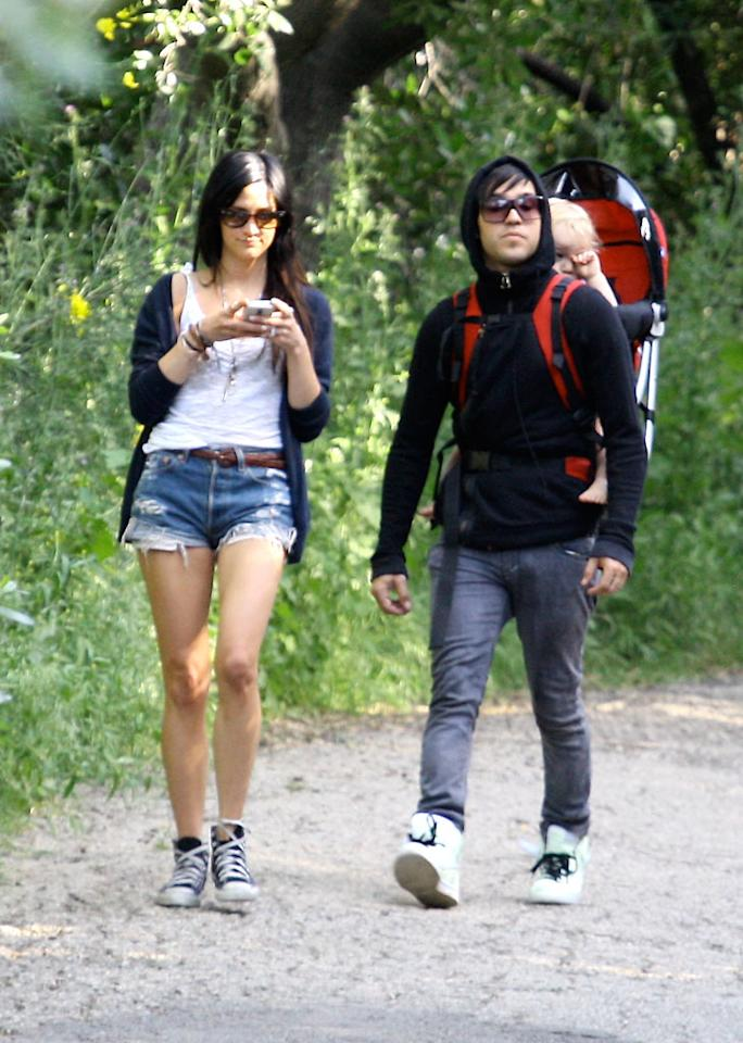 "After attending the Kentucky Derby on Saturday, Ashlee Simpson and Pete Wentz returned to LA, where they went for a hike with their son Bronx. Juliano Garcia/<a href=""http://www.infdaily.com"" target=""new"">INFDaily.com</a> - January 4, 2010"