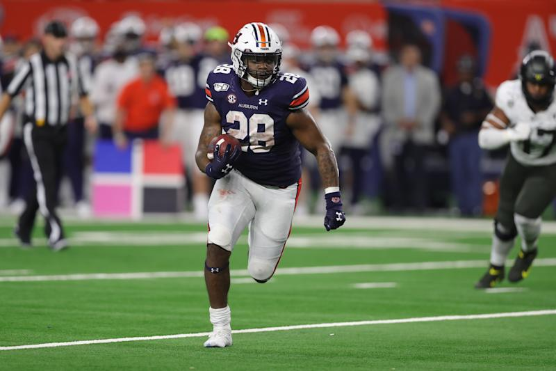 ARLINGTON, TX - AUGUST 31: Auburn Tigers running back JaTarvious Whitlow (28) runs the ball in the AdvoCare Classic between the Auburn Tigers and the Oregon Ducks on August 31, 2019 at AT&T Stadium in Arlington, TX. (Photo by John Bunch/Icon Sportswire via Getty Images)