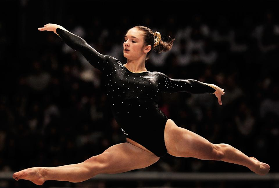 Great Britain's Jennifer Pinches, 18, competes on the Floor aparatus in the Women's qualification during day two of the Artistic Gymnastics World Championships Tokyo 2011 at Tokyo Metropolitan Gymnasium on October 8, 2011 in Tokyo, Japan. (Adam Pretty/Getty Images)