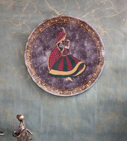"This <a href=""https://fave.co/2XYpFwL""><strong>MDF wall plate by Art Of Jodhpur</strong></a> features a Rajasthani folk dancer. <em>Rs.799 on offer. </em><a href=""https://fave.co/2XYpFwL""><strong>Flash sale!</strong></a>"