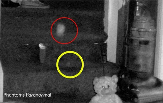 Inside the yellow circle you can see an orb of light passing at the same time the ball (in the red circle) starts moving. Photo: Caters