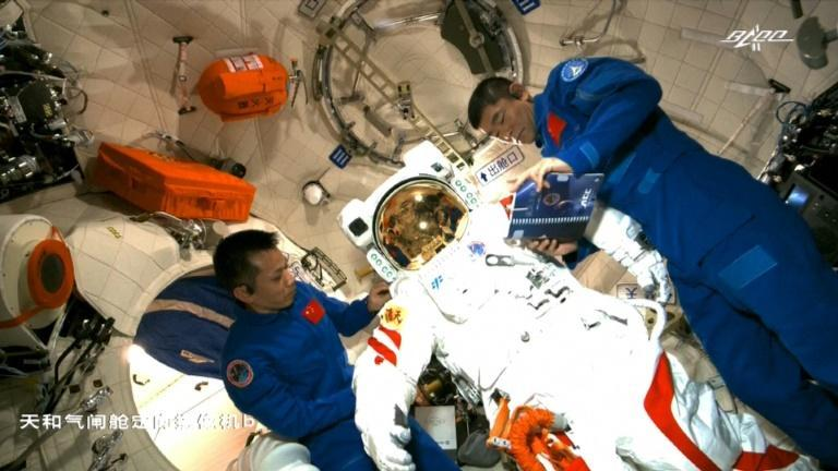 Tang Hongbo and Liu Boming (R) performed the first spacewalk on China's new space station Tiangong