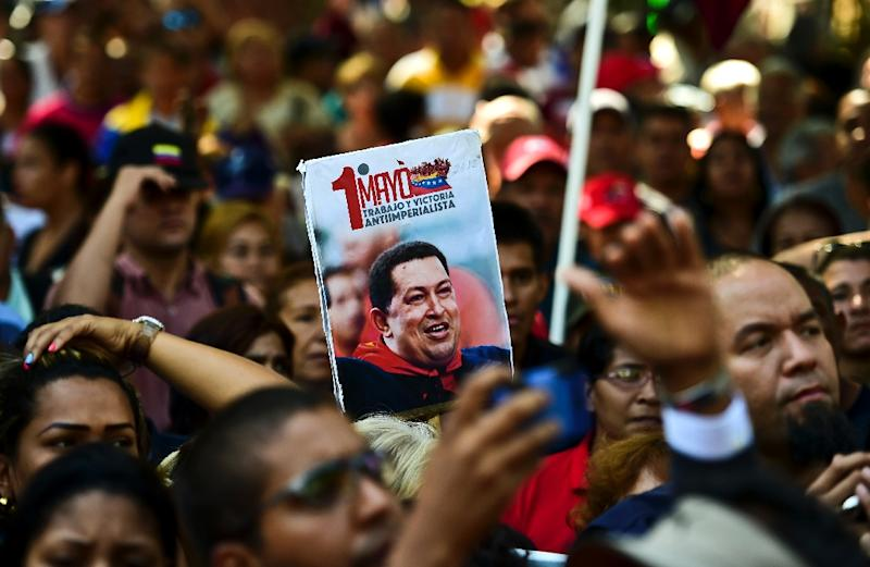 Supporters of Venezuela's late President Hugo Chavez and current President Nicolas Maduro protest on January 7, 2015 in Caracas (AFP Photo/Ronaldo Schemidt)