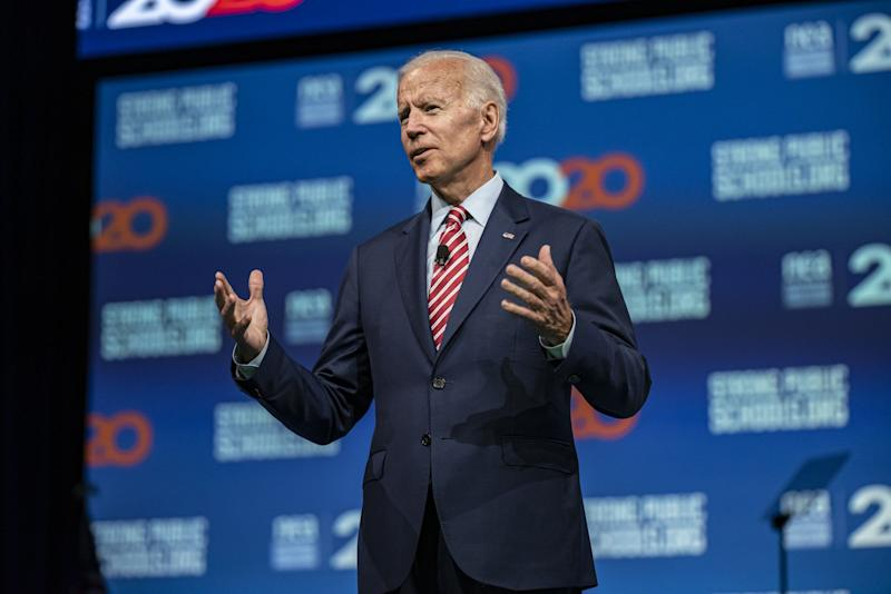 """(Bloomberg) -- Former Vice President Joe Biden still lead the Democratic primary field, an NBC/Wall Street Journal poll released Thursday shows, but Senator Elizabeth Warren is steadily gaining ground.Biden leads with 26%, and he is followed by Warren with 19%. Senator Kamala Harris and Senator Bernie Sanders are tied with 13%. South Bend, Indiana, Mayor Pete Buttigieg pulled in 7%.Polling throughout the race has shown Biden with a sizable lead, but in recent weeks that edge has started to narrow.The latest poll shows Warren and Harris continuing to surge after the first Democratic debates last month in Miami. Meanwhile, Sanders continues to lose ground to Warren, his progressive rival.Former Texas Congressman Beto O'Rourke and entrepreneur Andrew Yang are at 2%. None of the other candidates topped 1%.Despite Biden's steady lead, only 12% of voters said they were locked into their top choice more than six months before the Iowa caucuses.The poll shows Biden remains the top choice for African American voters, as well as older Democrats and those who describe themselves as moderate or conservative. By contrast, Warren performed the best with self-identified liberals and voters between the ages of 18 and 49.As for voters' second choice candidate, Harris came in first with 14%, followed by Warren with 13%, Sanders with 12% and Biden with 10%.The poll of 800 registered voters was conducted between July 7-9. It had a margin of error of plus or minus 3.5 percentage points.Gillibrand Vows 'Deadbeat' Tax to Save Jobs (3:45 p.m.)Democratic presidential hopeful Kirsten Gillibrand vowed to hold companies that outsource jobs accountable, saying President Donald Trump has failed to deliver on his campaign promise to keep jobs in the U.S.The New York senator's plan includes a """"deadbeat company tax"""" that aims to punish large corporations that move operations overseas. If 25 or more jobs are moved the company would receive financial penalties and clawbacks of local, state and federa"""